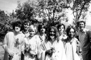 Maharishi mit Beatles