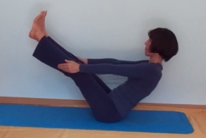 Paripurna navasana_www.dhyana.at